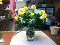 yellow rosas and baby breath